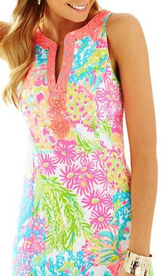 The Lilly Pulitzer Ryder Shift Dress in Multi Lovers Coral will brighten any occasion this season with its stylish detailing and one of a kind print. Cotton.