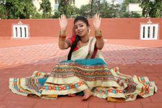 Nazriya Nazim Cute Photos Beautiful Girl Indian, Beautiful Gorgeous, Nazriya Nazim, India People, Malayalam Actress, Indian Film Actress, Girl Photography Poses, Prince And Princess, City Style