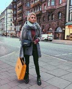 Caroline Daur post from the Streets of Hamburg