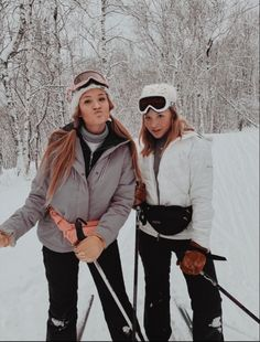arantzaa🕊❂ - - Snowboarding iDeas Snowboarding is a sport in the s. Snow Pictures, Bff Pictures, Best Friend Pictures, Friend Photos, Ski And Snowboard, Snowboarding, Fotos Goals, Ski Season, Winter Pictures