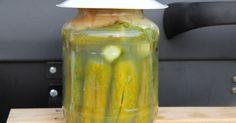 Mennyei Klasszikus kovászos uborka recept! Az egyik legfinomabb és legegyszerűbben elkészíhető savanyúság a kovászos uborka. Ne költs nyáron a bolti vackokra, készítsd el magad! ;) European Cuisine, Hungarian Recipes, Hungarian Food, Kefir, Preserves, Pickles, Cucumber, Food And Drink, Healthy Eating