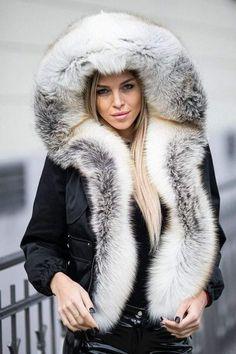 Karibu website More of my favorites from this site - lots more… Fur Fashion, Winter Fashion, Womens Fashion, Fur Clothing, Fox Fur Coat, Fur Collars, Winter Wear, Fur Jacket, Coats For Women