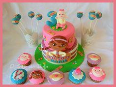 Festa Doutora Brinquedos: bolo, cupcakes e cake po.../ Doc McStuffins cake,cupcakes and cake pops