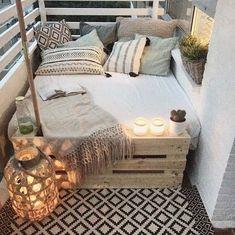 big bed small balcony deco - Home Deco - Balkon First Apartment, Apartment Living, Cozy Apartment, Apartment Ideas, Apartment Design, Living Rooms, European Apartment, Balcony Design, Balcony Ideas