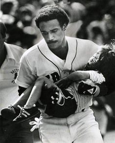 Jim Rice carries a child into the Red Sox dugout after the boy was struck by a foul ball during a game at Fenway Park. (Photo by Ted Gartland / Boston Red Sox) Red Sox Baseball, Baseball Socks, Baseball Players, Baseball Classic, Baseball Stuff, Baseball Dugout, Baseball Pictures, Football, 4 Year Old Boy