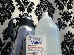 Unclog your drain with just baking soda, vinegar and boiling water. No Draino needed.is there anything vinegar/baking soda won't work for? Green Cleaning, House Cleaning Tips, Cleaning Hacks, Cleaning Supplies, Diy Cleaners, Cleaners Homemade, Homemade Detergent, Household Cleaners, Recycling