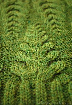 Love this interesting stitch - Dripstones Cowl by Justyna Lorkowska. Ravelry. Though I think the rib should be centred to the cable rather than how it is in this image
