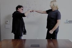 Neal Schon and Joe Elliott in Humorous Video to Promote Journey / Def Leppard Tour