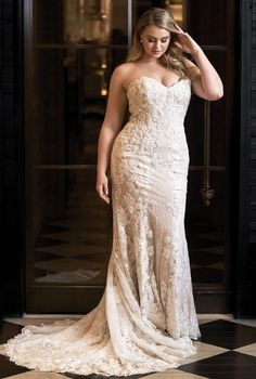 Justin Alexander Wedding Dresses 2018 Iskra For Plus Size ★ wedding dresses plus size Justin Alexander Wedding Dresses 2018 Iskra For Plus Size Plus Size Wedding Gowns, Best Wedding Dresses, Boho Wedding Dress, Bridal Dresses, Backless Wedding, Lace Wedding, Plus Size Brides, Purple Wedding, Stunning Wedding Dresses