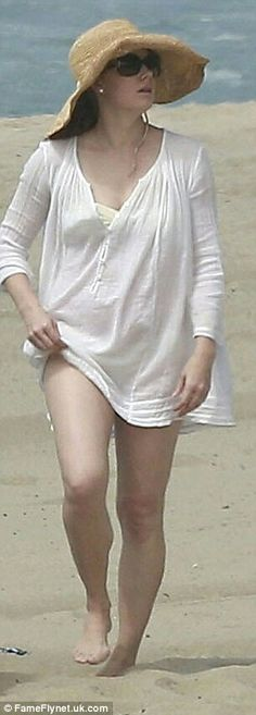 Sun safety: Amy Adams wore a white kaftan over her yellow bikini as she hit the beach in Los Angeles on Sunday with her daughter, Aviana and fiancé Darren Le Gallo Amanda Righetti, Amy Adams Movies, Amy Adams Bikini, Celebrity Photos, Celebrity News, Amy Adams Hair, Actress Amy Adams, Amy Actress, Adam Beach