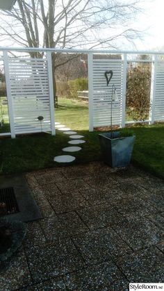Trädgårdsplank - Hemma hos Don-T Garden Oasis, Garden Art, Garden Design, Trellis Fence, Garden Trellis, Farm Gardens, Outdoor Gardens, Side Yard Landscaping, Balustrades