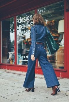 5 Top Color Schemes to Team up with Denim Jacket - Miss Prettypink Fashion 2018, Womens Fashion, Fashion Trends, Canadian Tuxedo, Street Style 2018, Dark Denim, Formal Wear, Bell Bottom Jeans, Top Colour
