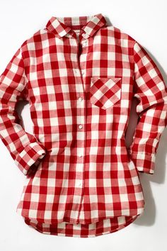 12. A Gingham Button-down - 50 Elements of Southern Style - Southernliving. Once used as a tester fabric by British fashion houses, humble gingham made its way to Southern mills during the Depression and quickly rose to domestic fame. It continues to be a top seller for Southern designers like Ledbury, Claridge   King, and Ann Mashburn and Sid Mashburn.