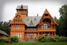 Villa Fridheim er en av landets største og mest egenartede trebygninger.