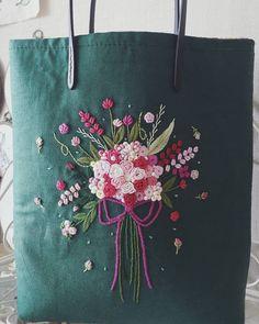 """""""꽃다발"""" 너도 이쁨 많이많이 받아라~뿅 #자수가방 #프랑스자수 #embroidery #손바느질 #핸드메이드 #세종시프랑스자수"""