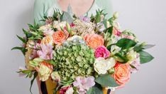 W ciągu kilku lat hortensjebukietowe stały się niezwykle popularne. A stało się to wszystko za sprawą producentów, którzy dokładają starań, aby w naszych ogrodach królowały wciąż nowe odmiany. Wisteria, Floral Wreath, Wreaths, Garden, Decor, Red, Floral Crown, Garten, Decoration
