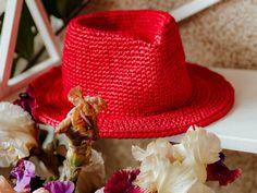 Fedora Red straw hat. Elegant Summer Fedora Travel. Vintage Raffia Straw Hats Raffia Hat, Classic Hats, Straw Hats, Wearing A Hat, Fedora Hat, Hat Making, Yarn Colors, Hat Sizes, Sun Hats
