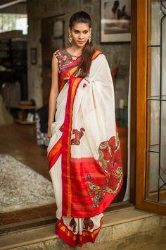 A beautifully Kalamkari worked creation! In a Gadwal cotton kota with a pure silk border and pallu, appliquéd with Kalamkari motifs and zari work. Kerala Saree, Indian Sarees, Indian Attire, Indian Ethnic Wear, Saris, Indian Dresses, Indian Outfits, Indische Sarees, Kalamkari Saree