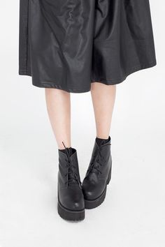 Leather Round Toe Walker Boot Black