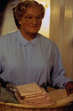 """Robin Williams in """"Mrs. Ms Doubtfire, Madame Doubtfire, Robin Williams, Physical Comedy, You Make Me Laugh, Romantic Movies, Comedy Movies, Funny People, Comedians"""