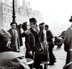 kiss-by-hotel-de-ville-robert-doisneau.jpg (1372×1319)