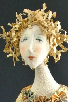 Finding Her True North. Cyndee Moyer (cut thin strips of fabric on bias and then gently pull to make great hair). Fabric Dolls, Paper Dolls, Rag Dolls, Mannequin Art, Guys And Dolls, Polymer Clay Dolls, Paperclay, Soft Dolls, Art Plastique