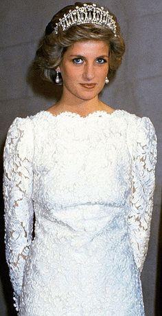 .November 10, 1985: Princess Diana attends a banquet at the British Embassy in Washington, D.C., USA.