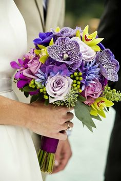 purple wedding flowers.. Even though my colors are Jade, Cream and  hint of pink I think this is such a classy design! Thoughts anyone?