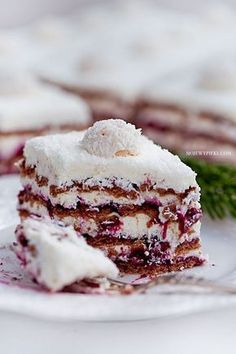 Coconut Cream & Blackcurrant Zebra No-Bake Cake No Bake Desserts, Just Desserts, Delicious Desserts, Dessert Recipes, Food Cakes, Cupcake Cakes, Cupcakes, Icebox Cake, Dessert Bread