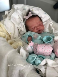 true work of realistic art Baby Dolls For Sale, Life Like Baby Dolls, Life Like Babies, Real Baby Dolls, Realistic Baby Dolls, Cute Baby Dolls, Reborn Dolls For Sale, Bb Reborn, Reborn Baby Boy Dolls