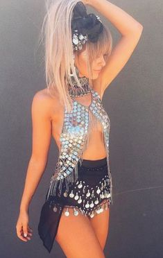 This festival outfit is so cute! I love the top and it makes me feel so sexy. Find it here Festival Looks, Rave Festival, Festival Wear, Hippie Festival, Music Festival Outfits, Music Festival Fashion, Music Festivals, Veld Music Festival, Estilo Hippie