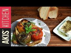 Greek stuffed vegetables with rice and ground meat by Greek chef Akis Petretzikis. A very popular, dleicious, traditional Greek recipe for stuffed vegetables! Kitchen Recipes, Cooking Recipes, Healthy Recipes, Cooking Food, Greek Stuffed Peppers, Best Greek Food, Greek Dishes, Main Dishes, Gastronomia