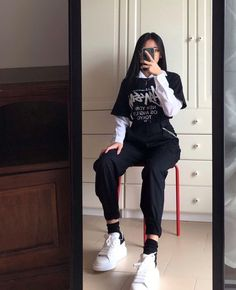 Sorry for posting again 🙇🏻♀️🙇🏻♀️ Adrette Outfits, Skater Girl Outfits, Indie Outfits, Teen Fashion Outfits, Cute Casual Outfits, Korean Outfits, Retro Outfits, Grunge Outfits, Boyish Outfits