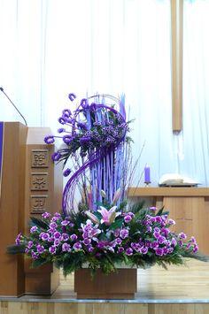 Altar Decorations, Vases Decor, Flower Decorations, Unusual Flowers, Amazing Flowers, Large Flower Arrangements, Flower Installation, Funeral Arrangements, Easter Flowers