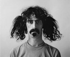 Frank Zappa,compositor,guitarrista, director de cine y sobretodo artista satírico.Fue defensor de la libertad de expresión e integrante de la banda Mothers of Invention(21 de Diciembre)