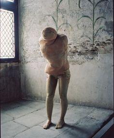 Berlinde De Bruyckere, Aanéén-genaaid, 1999, cire, polyester, couvertures, 170 x 63 x 64 cm, Collection Enea Righi, Bologne, photographie François Halard