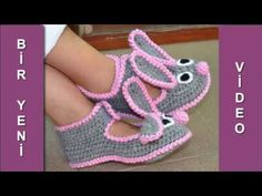 Pink or Lilac Booties Crochet, Crochet Shoes, Crochet Baby Hats, Baby Blanket Crochet, Baby Knitting, Free Crochet, Crochet Socks Pattern, Knitting Patterns, Crochet Slippers