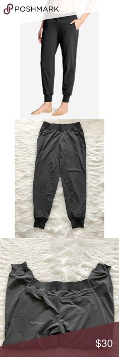 """Eddie Bauer Gray Jogger Pants Excellent Pre-Owned Condition. Inside lining is very soft. Waist - 27"""" Inseam - 26"""" Eddie Bauer Pants Track Pants & Joggers"""