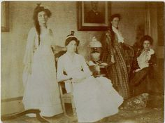 period domestic Victorian Women, Classic Image, Family Life, 19th Century, Period, Spirituality, Vintage Fashion, Comfy, War
