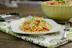 Салат вегетарианский из капусты, яблок и моркови
