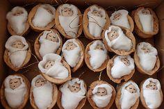 Vianočná ozdôbka Bábätko v orechovej škrupinke / ShopDidi Christmas Card Crafts, Etsy Christmas, Holiday Crafts, Christmas Decorations, Christmas Ornaments, Felt Crafts, Diy And Crafts, Crafts For Kids, Walnut Shell Crafts