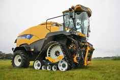 Forrageira New Holland New Holland Agriculture, Agriculture Farming, Big Tractors, Ford Tractors, Redneck Humor, Engin, Ford News, Old Farm, Parcs