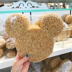 When I get to Walt Disney World next month I'm heading straight to Magic Kingdom's Main Street Bakery for this giant Mickey Ear Krispie Treat. It's literally human head size 🤣 Can't wait! Disney Home, Disney Dream, Cute Disney, Walt Disney, Disney Land, Disney World Food, Disney World Parks, Disney Vacations, Disney Trips