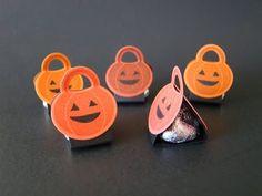 Howl-o-ween Pumpkin Kiss Tents | Video Tutorial, Howl-o-ween Treat Stamp Set, Boo To You Framelits, Halloween, Favor, Pumpkins, Jack 0'latern, Hershey's Kisses, Stampin' Up, Qbee's Quest, Brenda Quintana