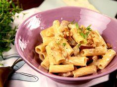 God och snabblagad fläskfilépasta. Fläskfilé passar bra ihop med gorgonzola, päron och hackade valnötter i krämig pastasås.