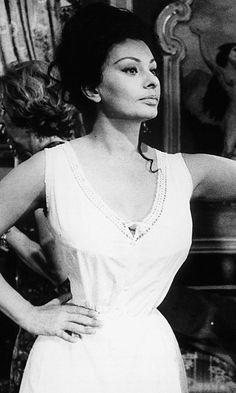 Sophia Loren Showed A Natural Hourglass Shape, 1966