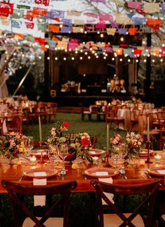 A Mexican Chic Style Wedding is the trend that is in fashion. The Mexican Chic style stands out for its bright colors, textures and very handmade designs. Chic Wedding, Fall Wedding, Dream Wedding, Wedding Details, Wedding Cake, Wedding Dress, Romantic Wedding Receptions, Romantic Weddings, Unique Weddings