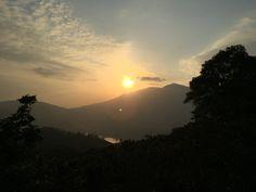 The sun falling behind the Sunset Peak. 日落大東山後。