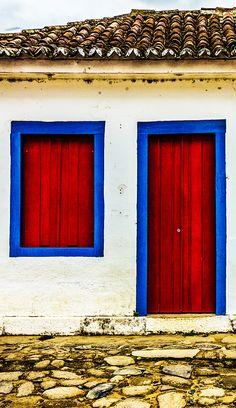10 pousadas baratas em Paraty, no Rio de Janeiro. Dicas de lugares para ficar hospedado sem precisar gastar muito dinheiro.