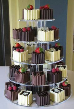 Individual wedding cakes in white, milk & dark chocolate mini cakes – from www.d… Individual wedding cakes in white, milk & dark chocolate mini cakes – from www. Individual Wedding Cakes, Mini Wedding Cakes, Wedding Cakes With Cupcakes, Wedding Desserts, Mini Cakes, Individual Cakes, Pretty Cakes, Beautiful Cakes, Amazing Cakes